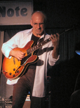 Larry Carlton - Poträt bei jazz-fun.de